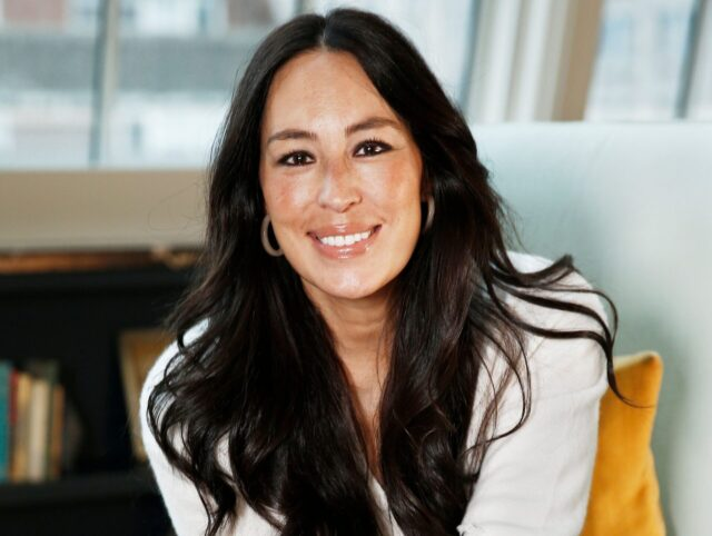 Joanna Gaines Biography: Age, Net Worth, Book, Husband, Siblings, Cooking Show, House, Furniture