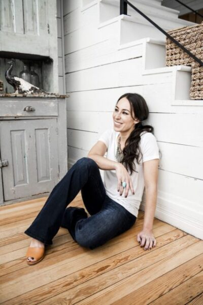 Joanna Gaines Biography, Wikipedia, Age, Net Worth, Book, Husband, Siblings, Cooking Show, House, Furniture