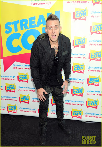 Roman Atwood Bio, Age, House, Net Worth, Mom, Baby, Wife, Twitter, Wiki, New House, Height