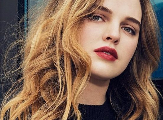 Odessa Young Biography: Height, Age, Teeth, Net Worth, Parents, Movies & TV Shows, Boyfriend, Agent