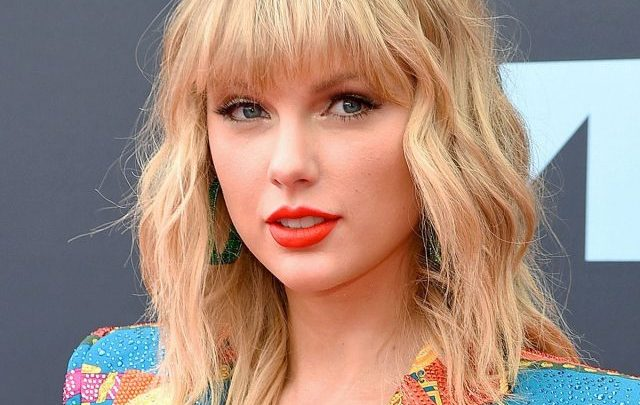 Taylor Swift Biography: Age, Movies, Net Worth, Songs, Awards, Instagram, Parents, Wiki, Boyfriend, Husband, Height