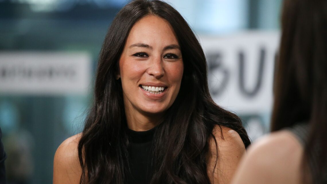 Joanna Gaines Biography: Age, Husband, Net Worth, Wikipedia, Siblings, Middle Name, Kids, Recipe, Kitchen, Instagram