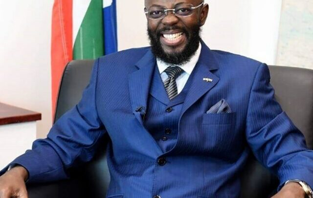 Thulani Dlomo Biography: Wife, Age, Net Worth, Wikipedia, House, Japan, Pictures, Arrested and Released