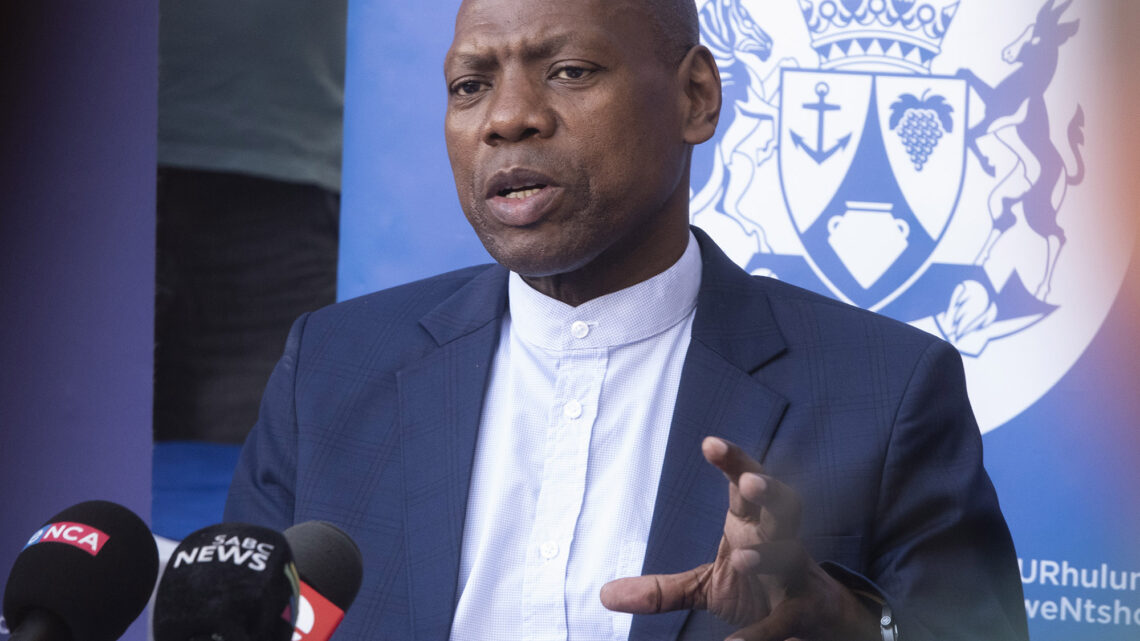 Zweli Mkhize Biography: Net Worth, Twitter, Age, News, Wife, Son, Family, Qualifications, Contact Details, Wikipedia